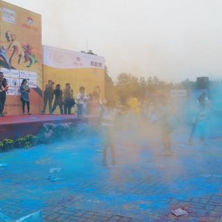 """""""扬马""""城市跑不停——广陵盛夏荧光跑"""