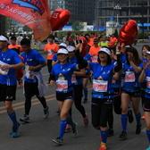 你在第30届大连国际马拉松的赛道上