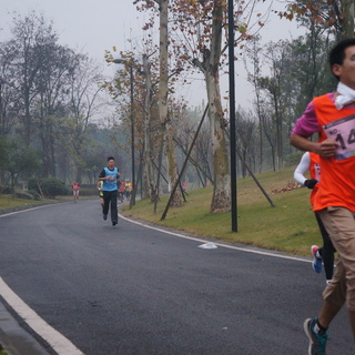 """2013成都高新区""""新川杯"""" 半程马拉松慈善跑"""