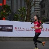 重庆女子马拉松半程终点前