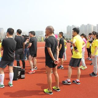【adidas x 爱燃烧】53人接力半程马拉松挑战赛