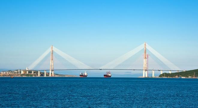 """""""海参崴桥""""半程马拉松"""