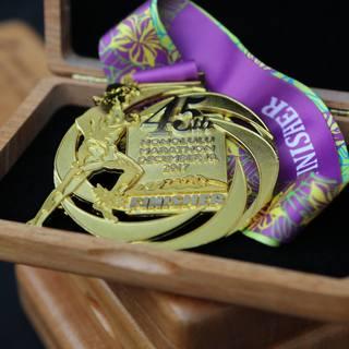 2017火奴鲁鲁马拉松奖牌(图片源于官方脸书)