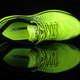 特步双向控震科技缓震跑鞋